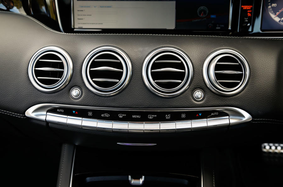 The climate control switchgear in the Mercedes-AMG S 63 Coupé