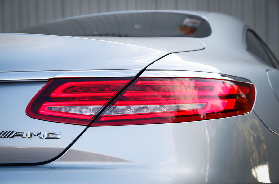The rear lights differentiate the Mercedes-AMG S 63 Coupé from the saloon version
