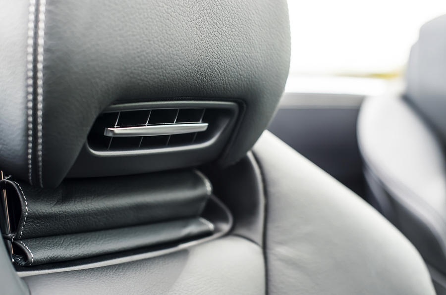 Mercedes-Benz SL air scarf