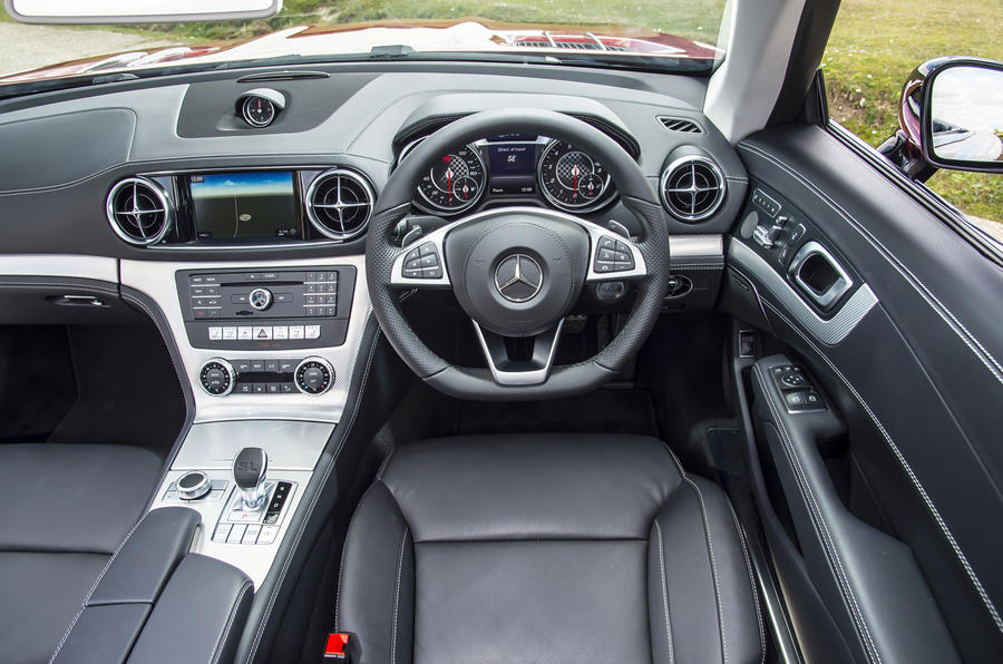 ... Mercedes Benz SL Dashboard ...