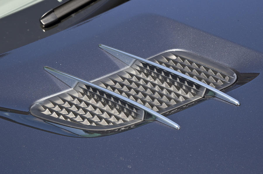 Mercedes-Benz SL bonnet vents