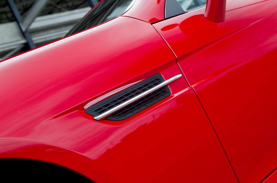 Mercedes-Benz SLK side vents