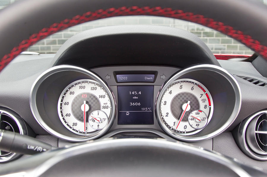 Mercedes-Benz SLK instrument cluster