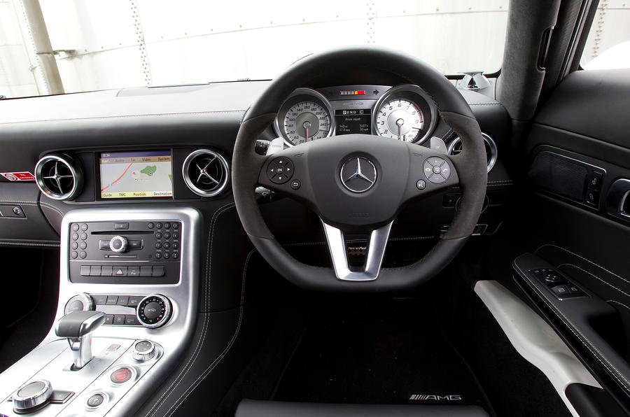 Mercedes-AMG SLS dashboard