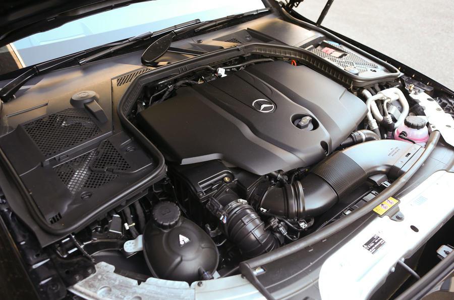Mercedes-Benz C220 Bluetec diesel engine