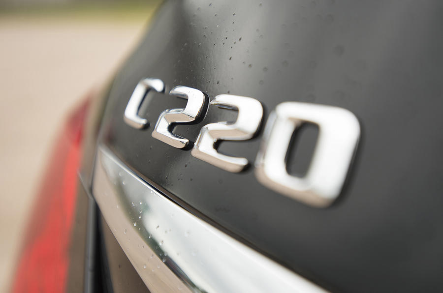 Mercedes-Benz C 220 badging
