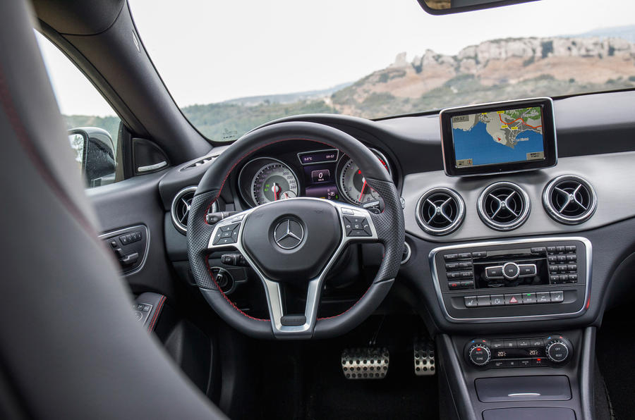 Mercedes-Benz CLA 220 CDI dashboard