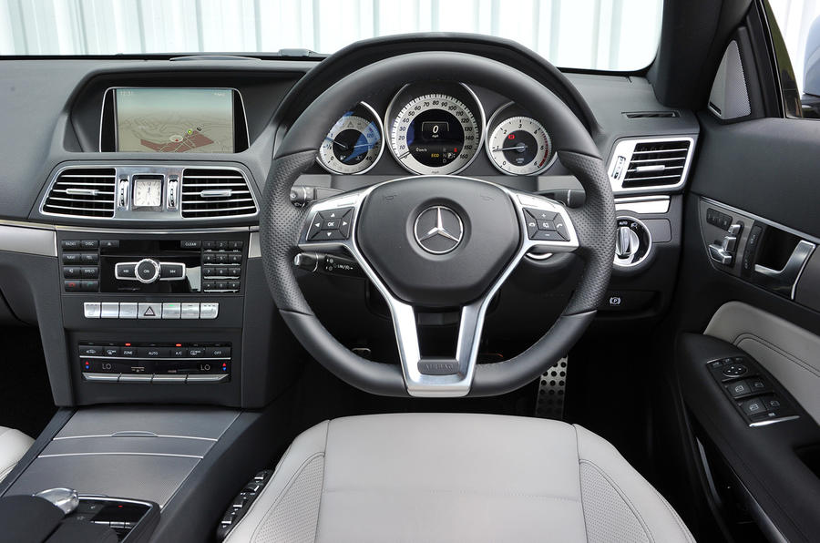 Mercedes E 220 CDI AMG Sport coupé dashboard