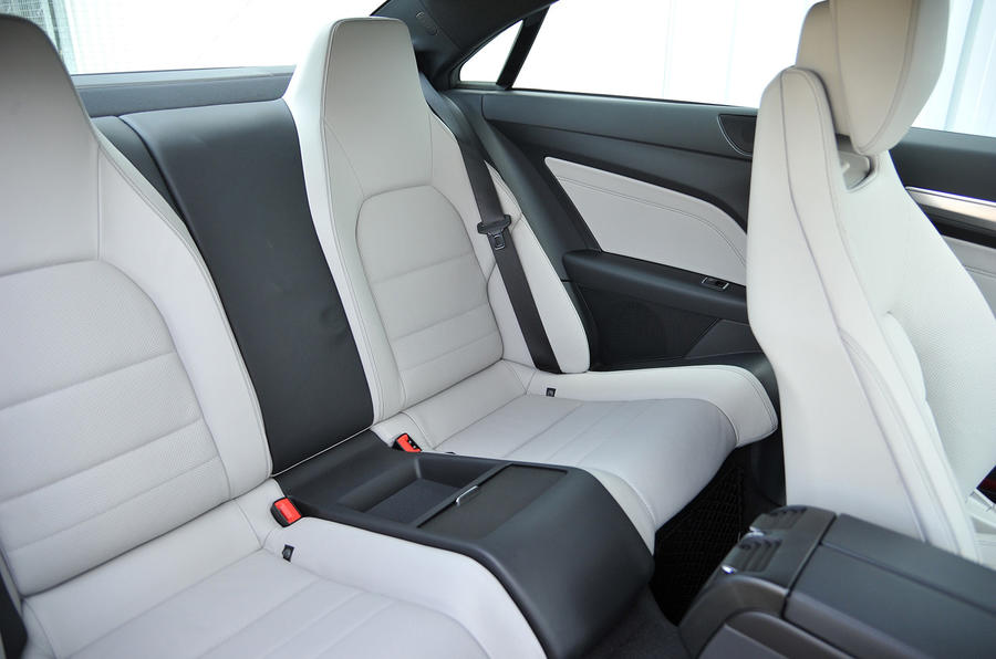 Mercedes E 220 CDI AMG Sport coupé rear seats