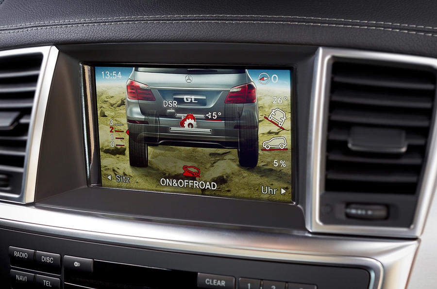 Mercedes-Benz GL 500 infotainment screen
