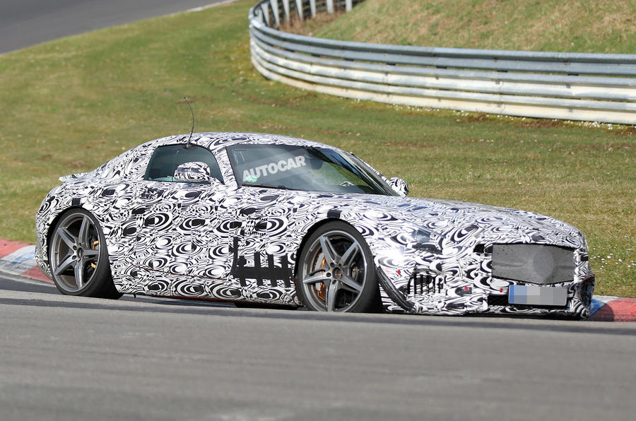 New Mercedes-Benz GT AMG sets sights on Porsche 911