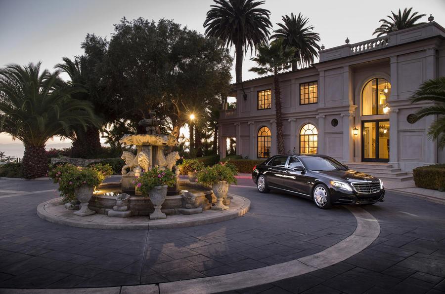 Mercedes-Maybach S 600 cornering