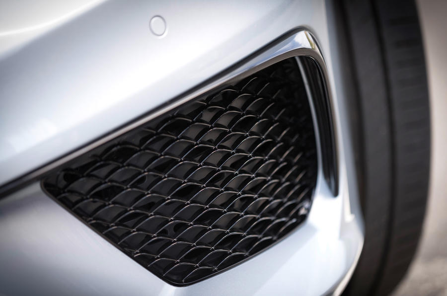 Mercedes-Benz S 63 AMG air intake