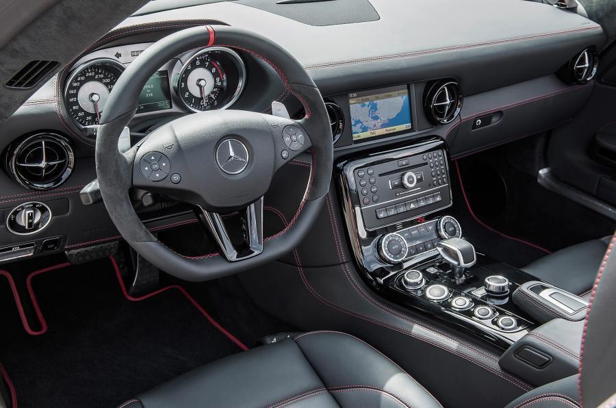 Mercedes-AMG SLS GT dashboard