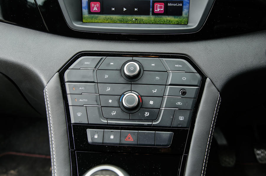 MG GS infotainment controls