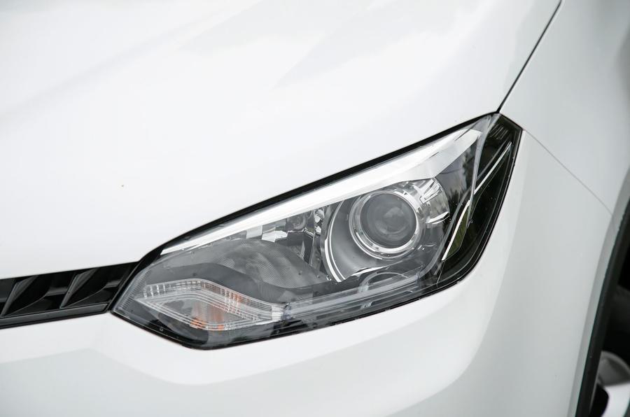 MG GS xenon headlights