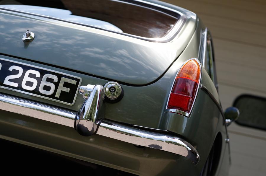 MG LE50 rear lights