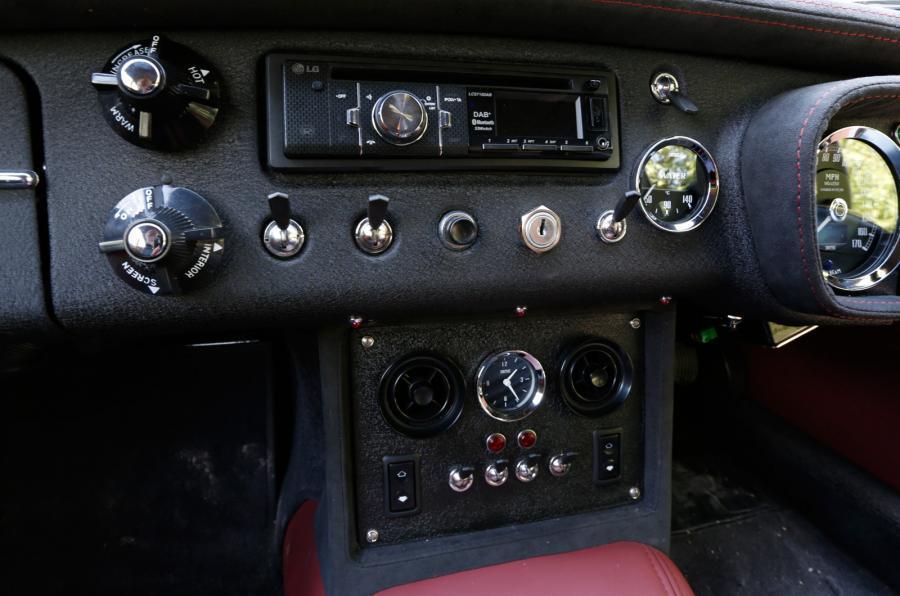 MG LE50 switchgear