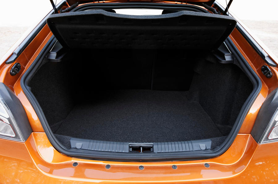 MG6 boot space