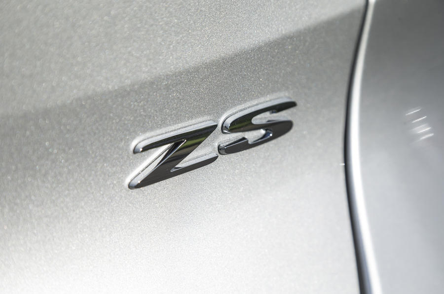 MG ZS badging