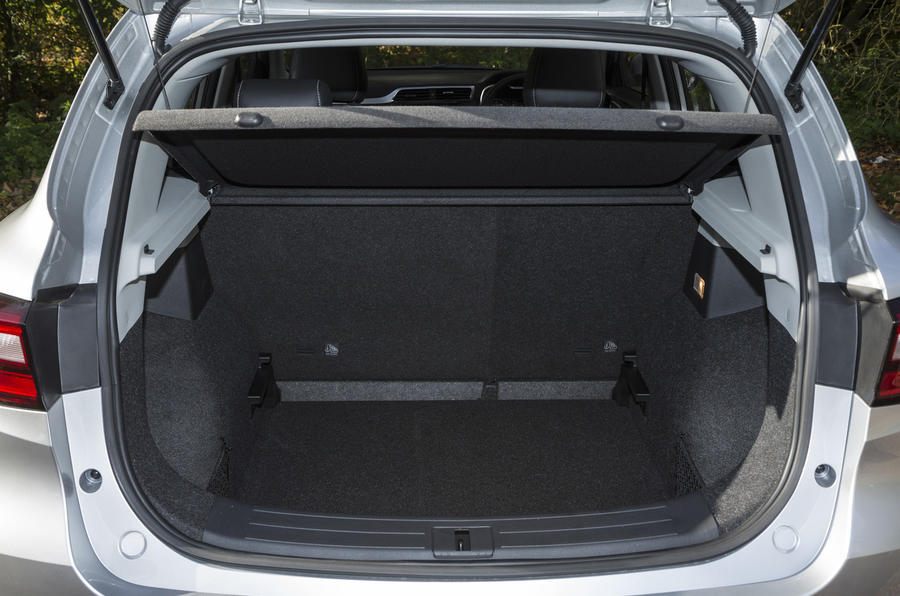 MG ZS boot space