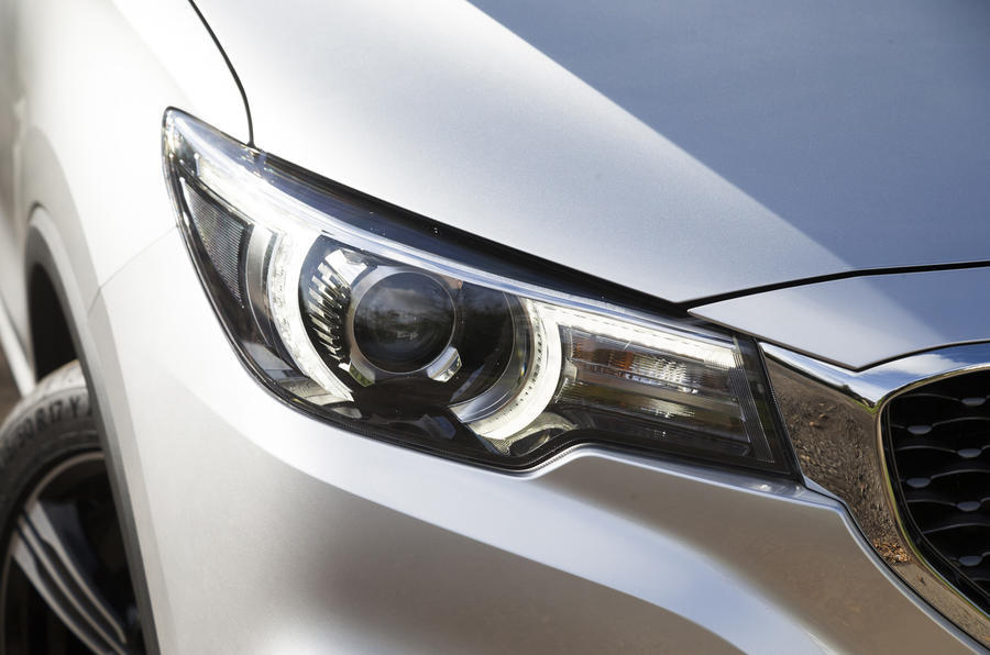 MG ZS headlights