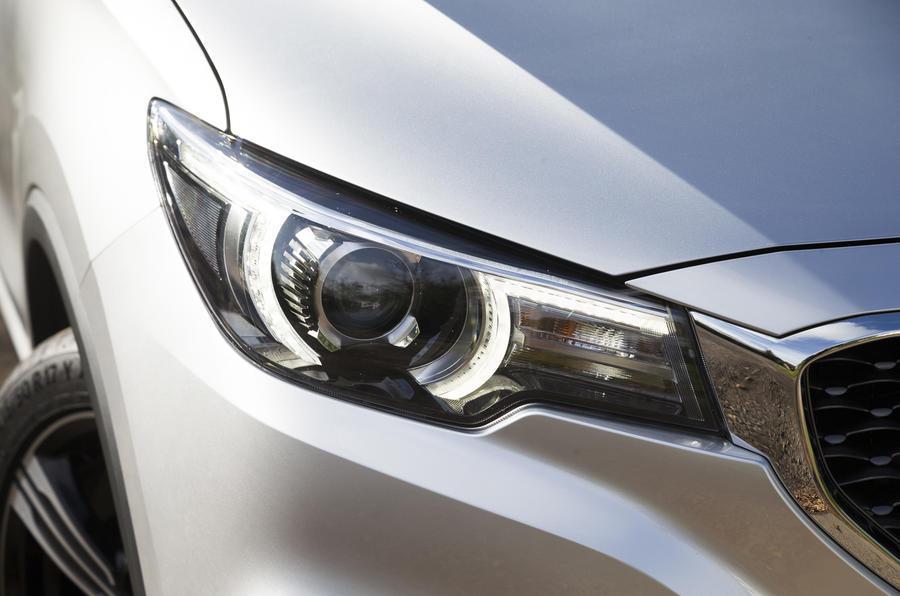 MG ZS headlights
