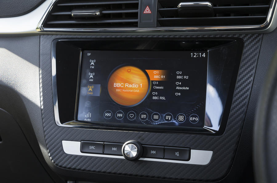 MG ZS DAB radio