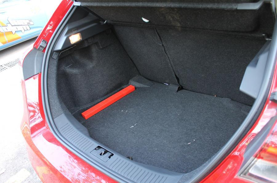 MG5 boot space