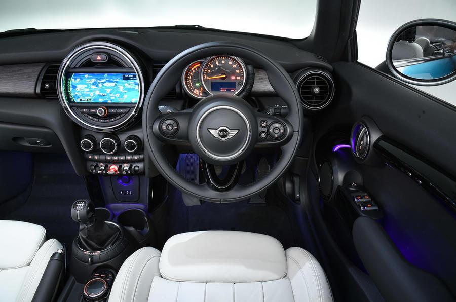 Mini Convertible dashboard
