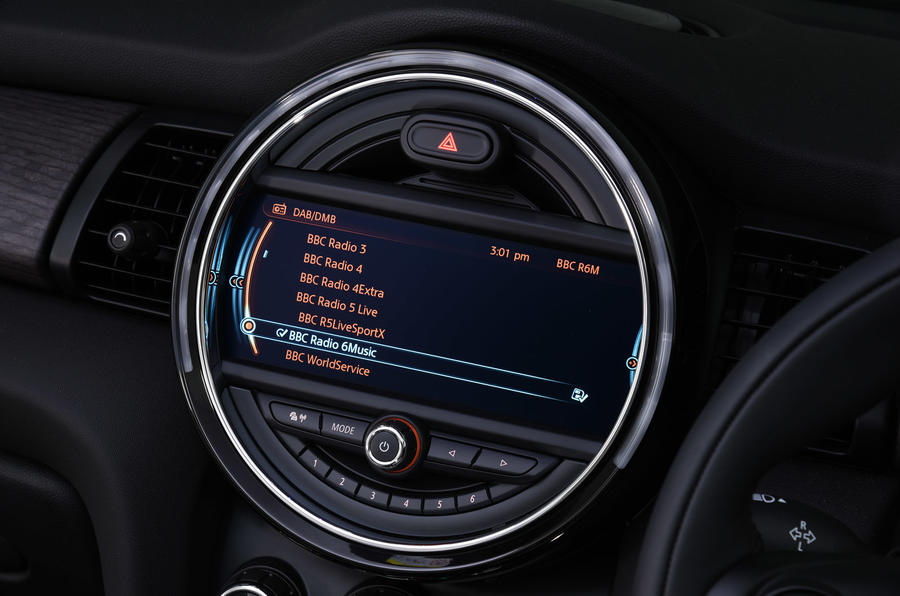 Mini Convertible infotainment