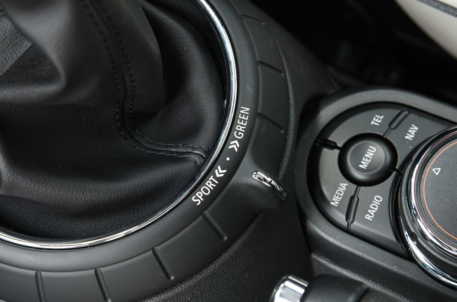 Mini Convertible dynamic controls