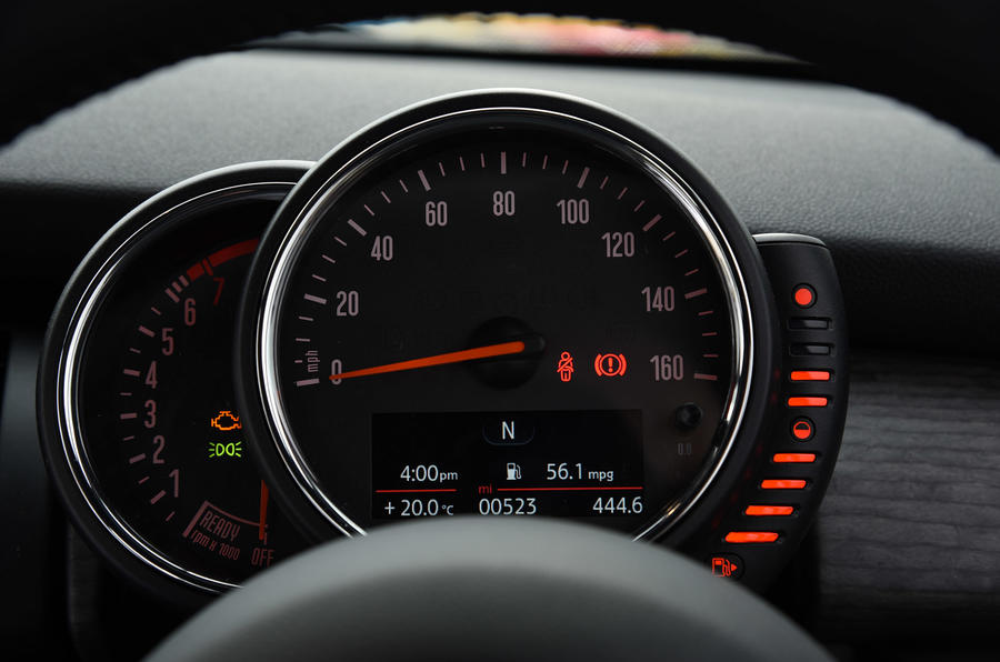 Mini Convertible rev counter