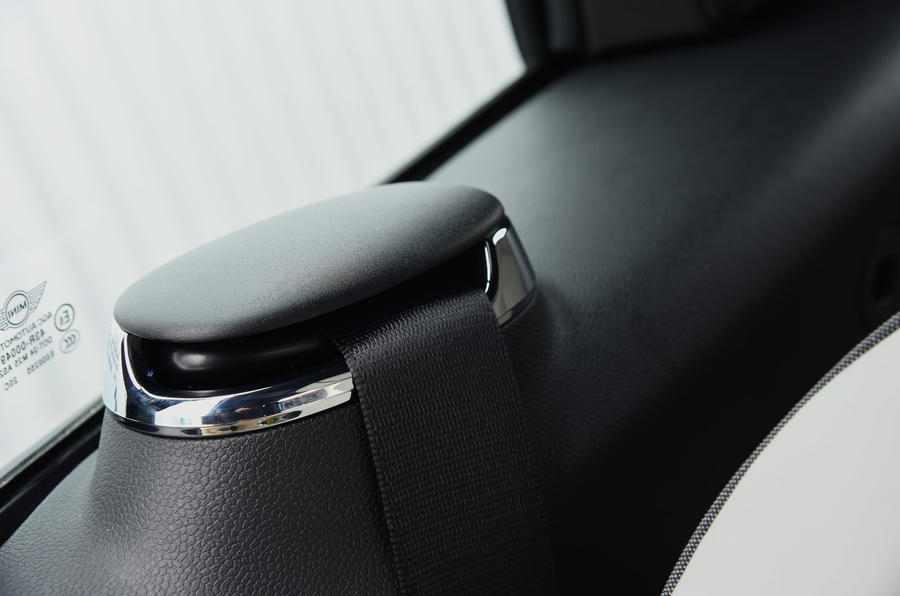Mini Convertible seat belts