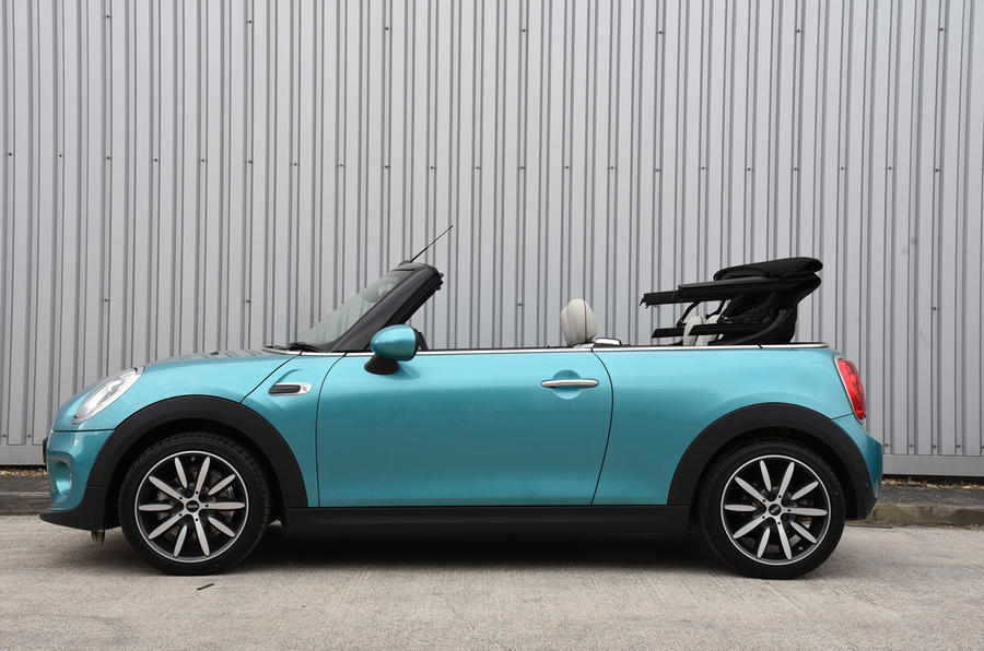 Mini Convertible roof unfurling