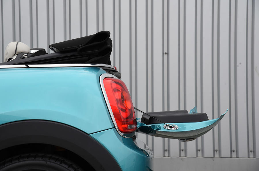Mini Convertible boot lip