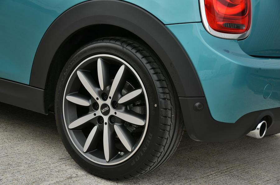 Mini Convertible twin-tone alloy wheels
