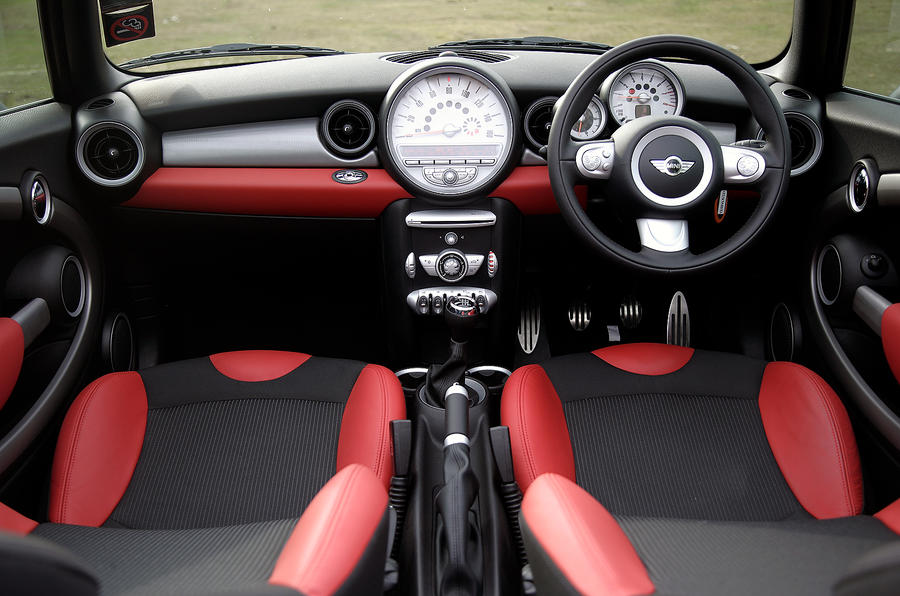 Mini Convertible dashboard