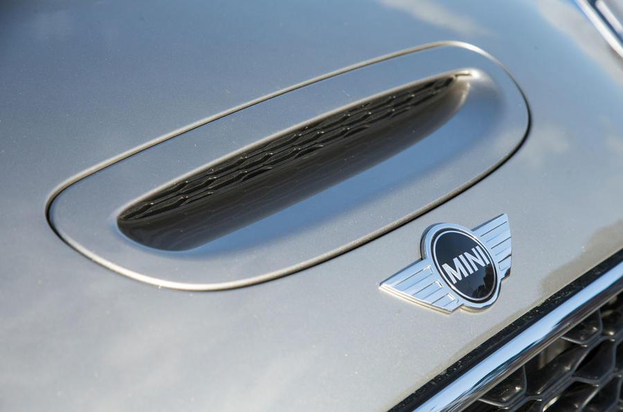 Mini Cooper S Works 210 bonnet scoop