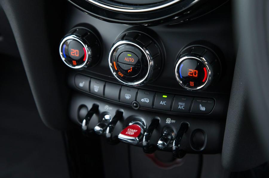 Mini Cooper S Works 210 centre console