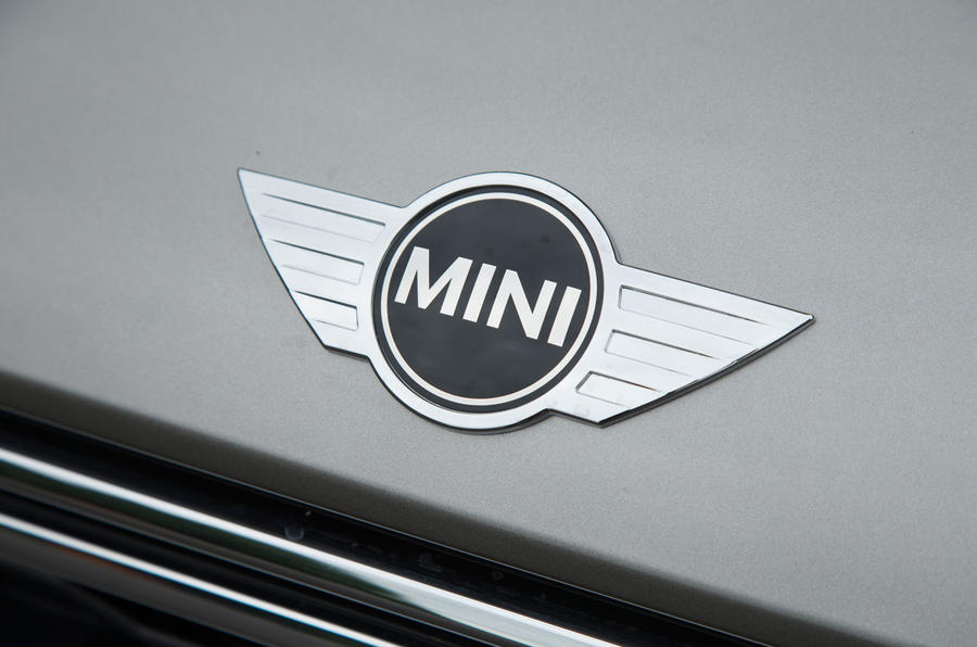 mini-countryman-s-e-all4-bonnet-badge taciki.ru