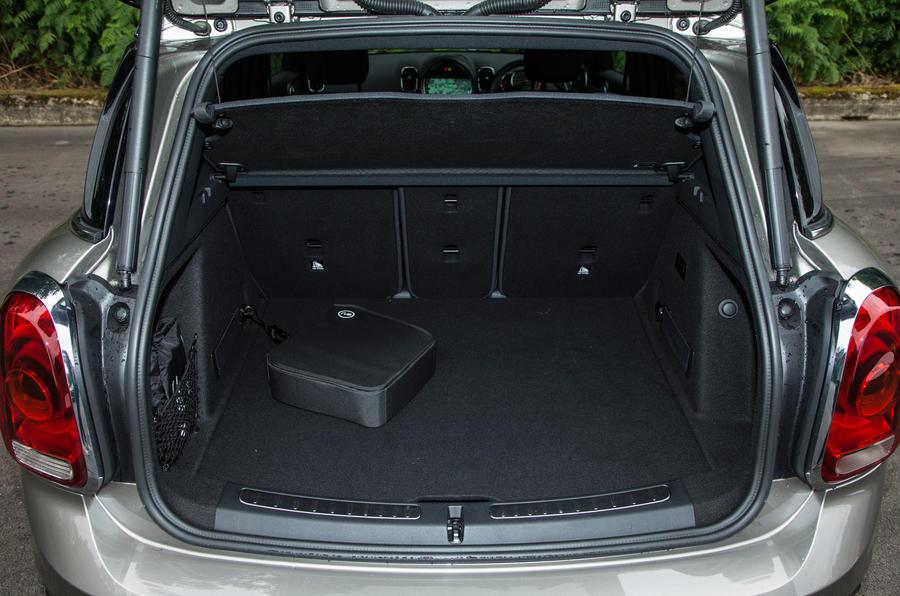 Mini Countryman S E All4 boot space