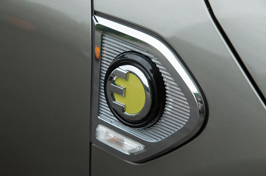 Mini Countryman S E All4 charging port cap