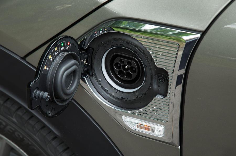 Mini Countryman S E All4 charging port