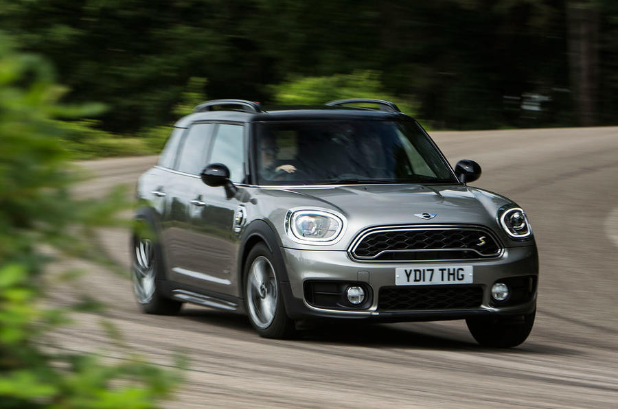 Mini Countryman S E All4 cornering
