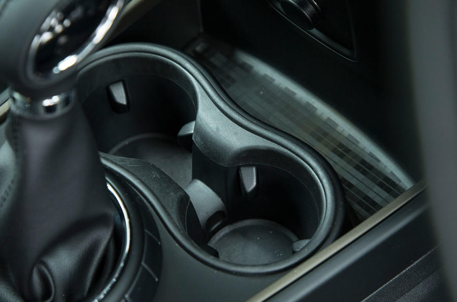 Mini Countryman S E All4 cupholders