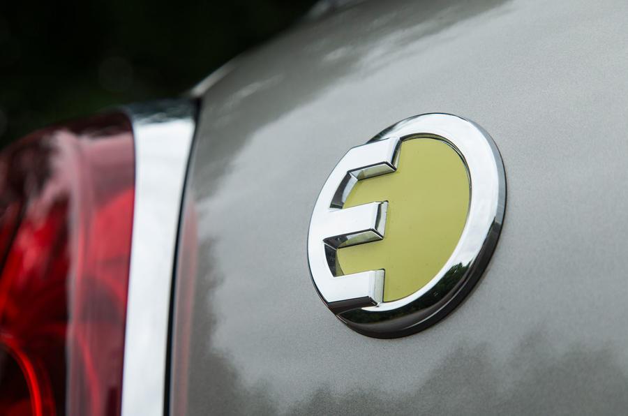 Mini Countryman S E All4 badging