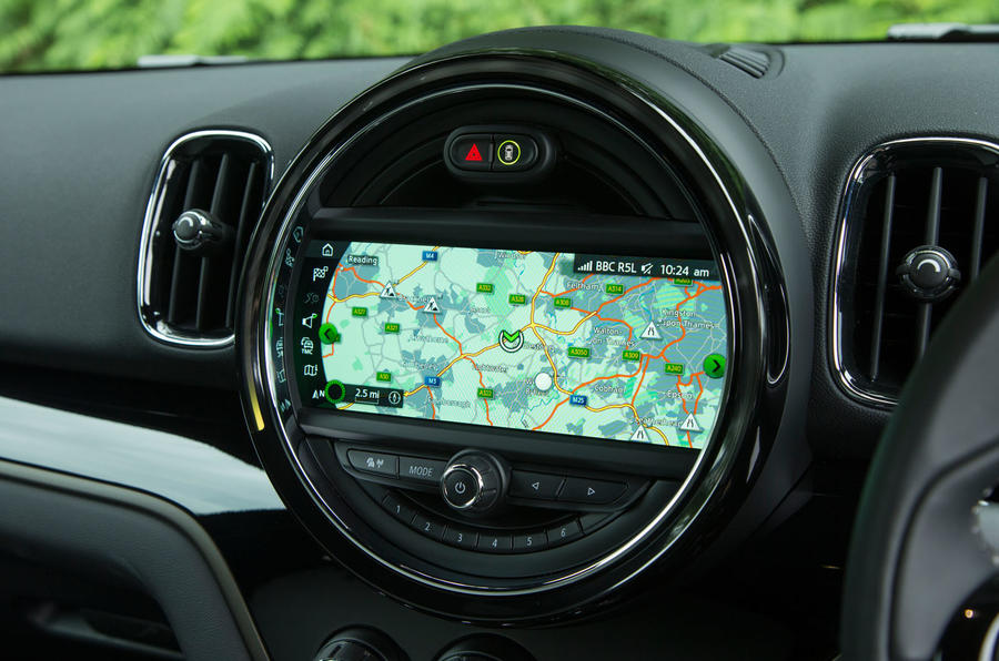 Mini Countryman S E All4 infotainment system
