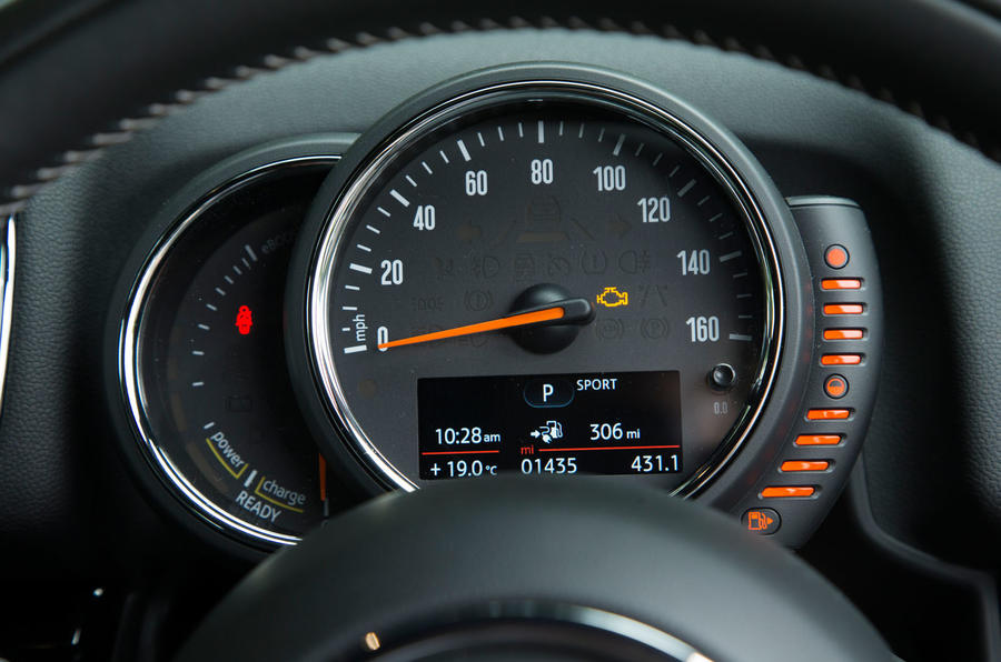 Mini Countryman S E All4 instrument cluster