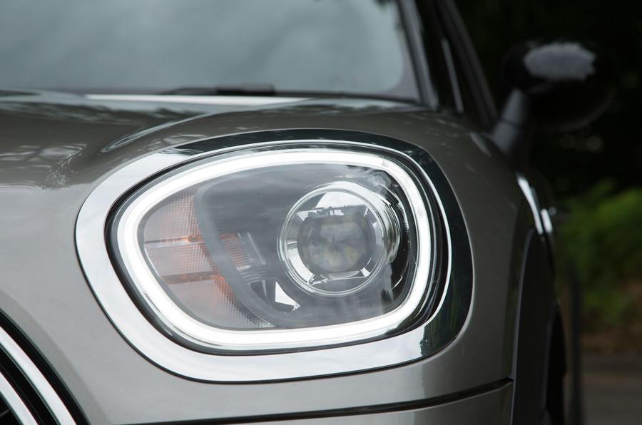 Mini Countryman S E All4 LED headlights